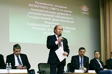 Развитие карьерных траекторий молодых ученых обсудили в Институте физики твердого тела РАН